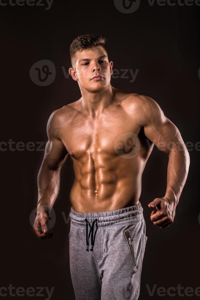bodybuilder man, låg nyckel foto