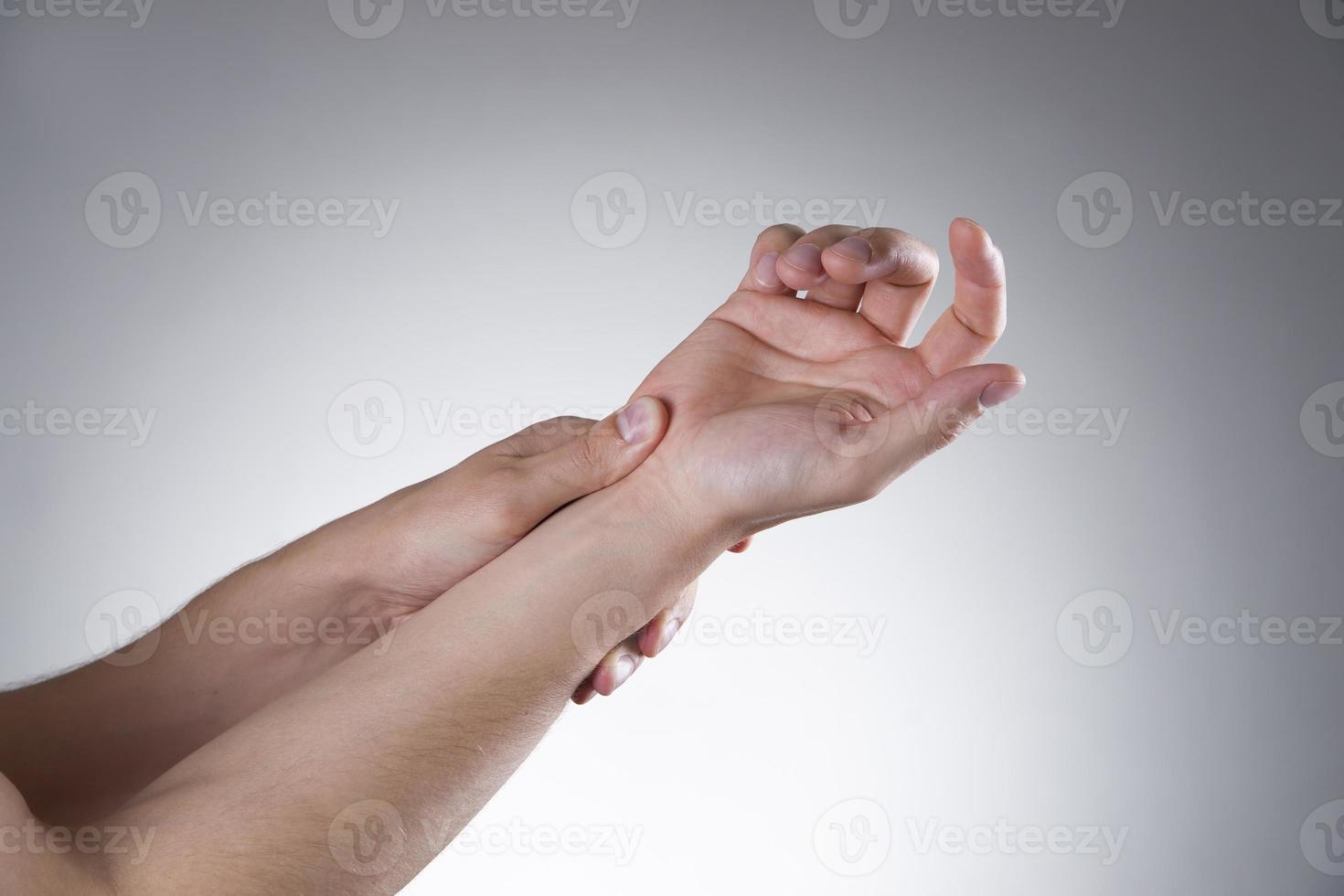 smärta i lederna i händerna foto
