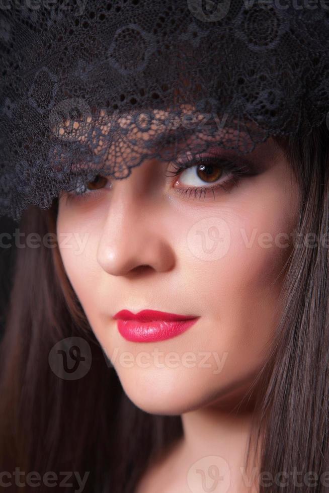 närbild porträtt av ung vacker kvinna foto