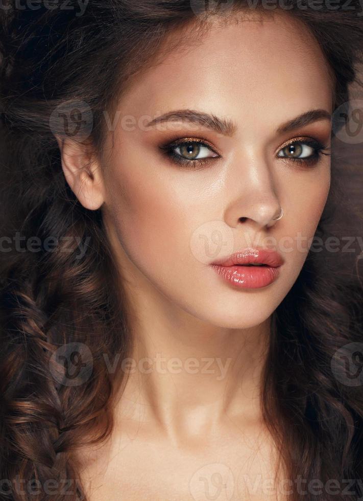 vacker ung modell foto