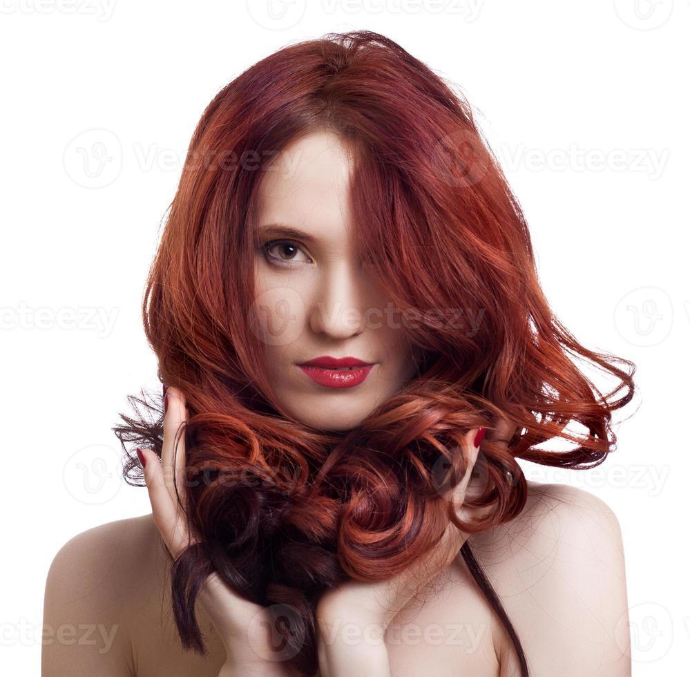 porträtt av en vacker ung kvinna med ljus makeup foto