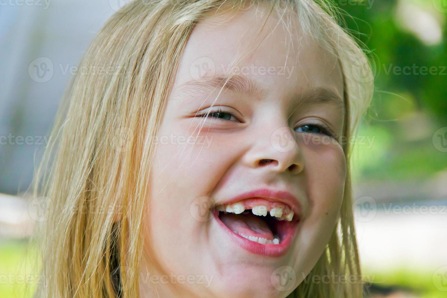 söt leende flicka foto