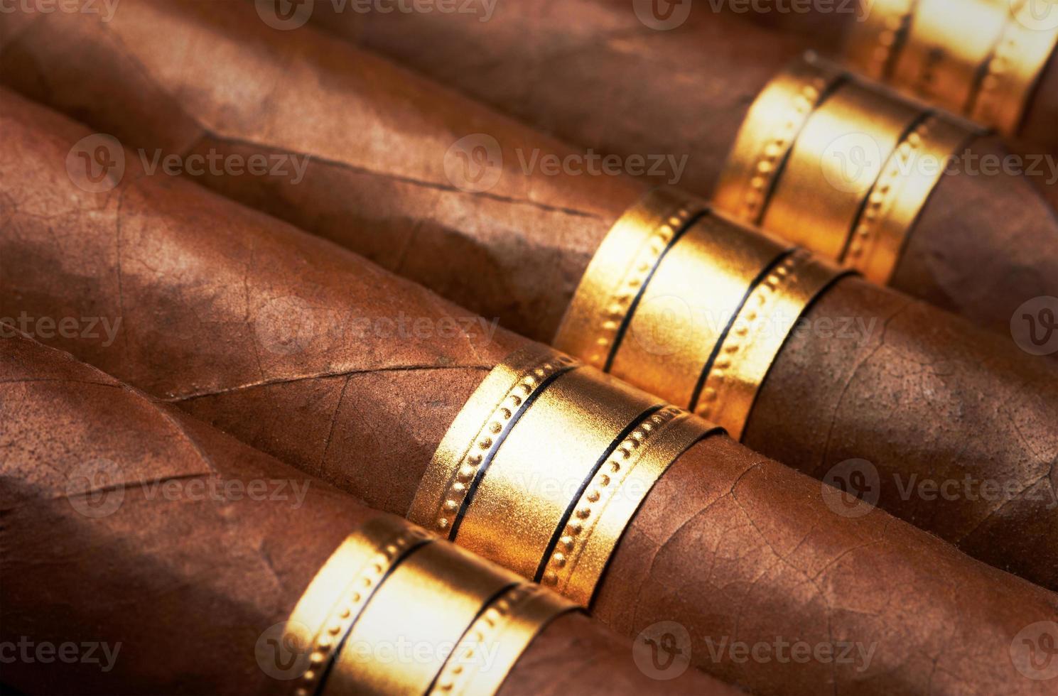 närbild av cigarrer foto