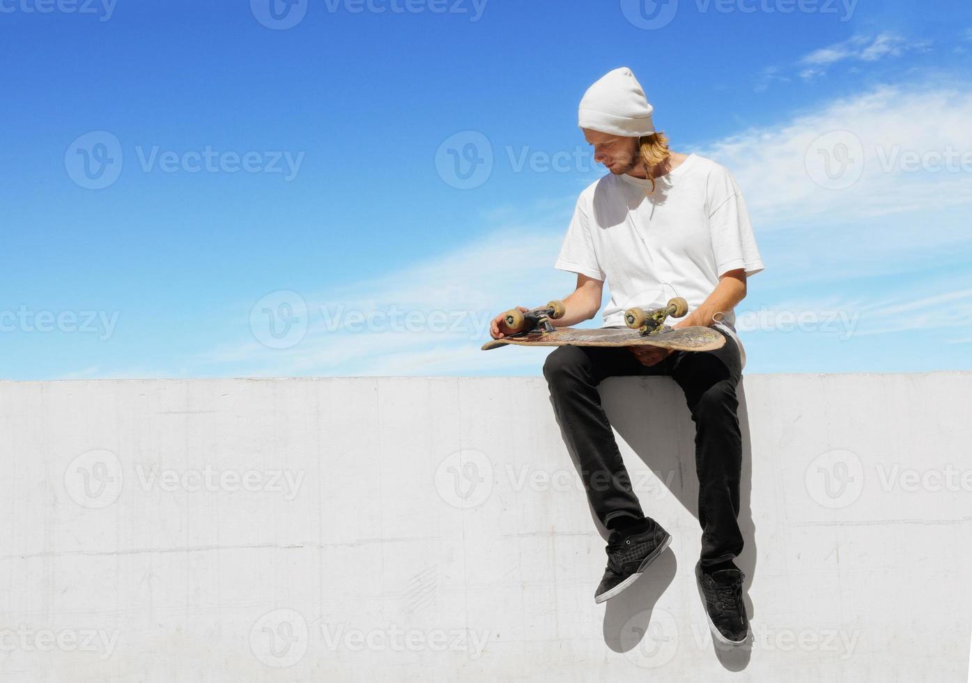 skateboarder slappnar av foto