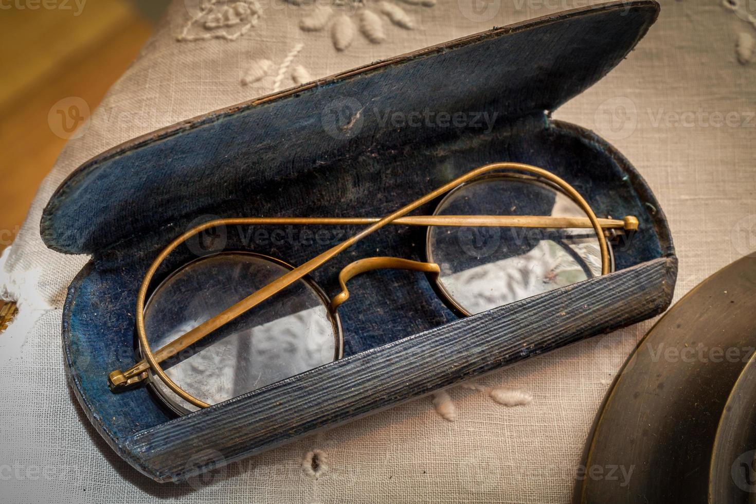 vintage glasögon på nära håll foto