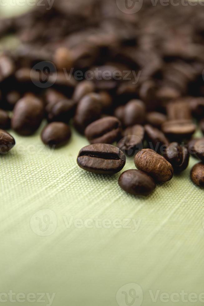 kaffebönor på nära håll foto