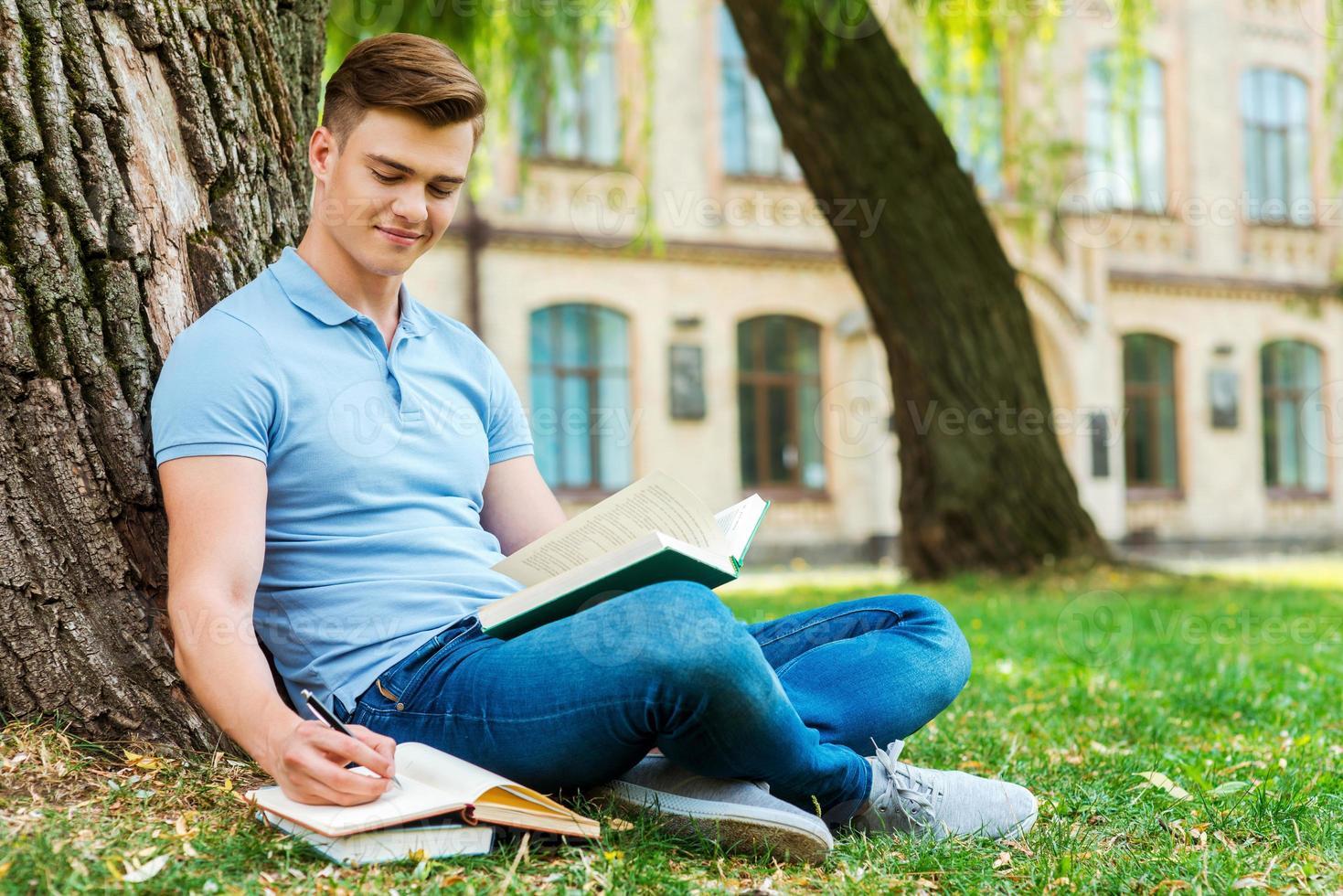 ägnas åt att studera. foto
