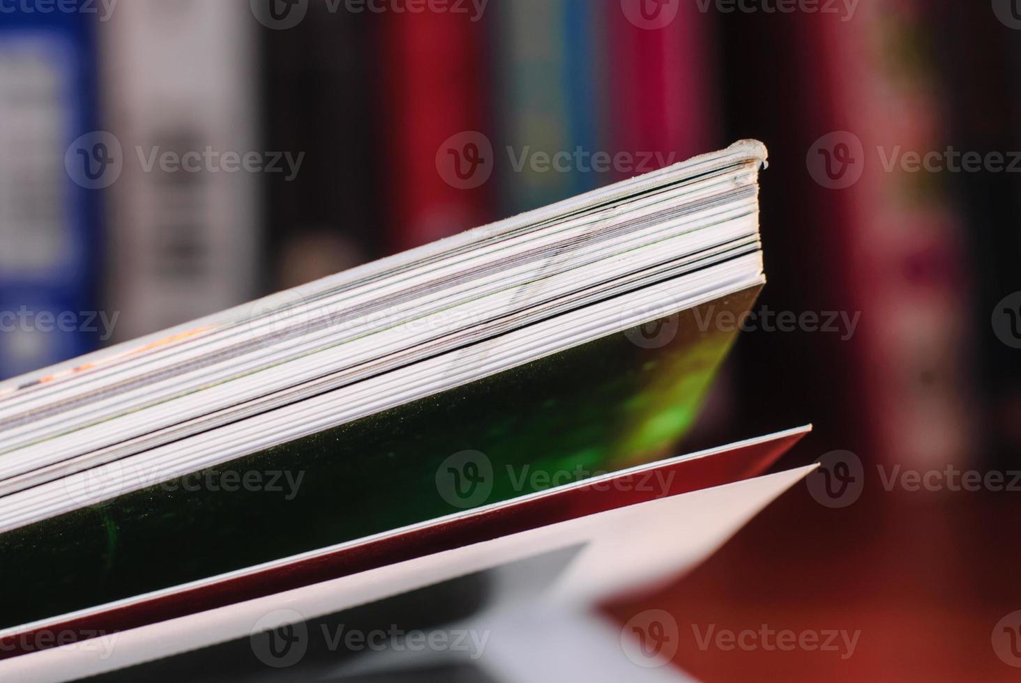 öppnad bok foto