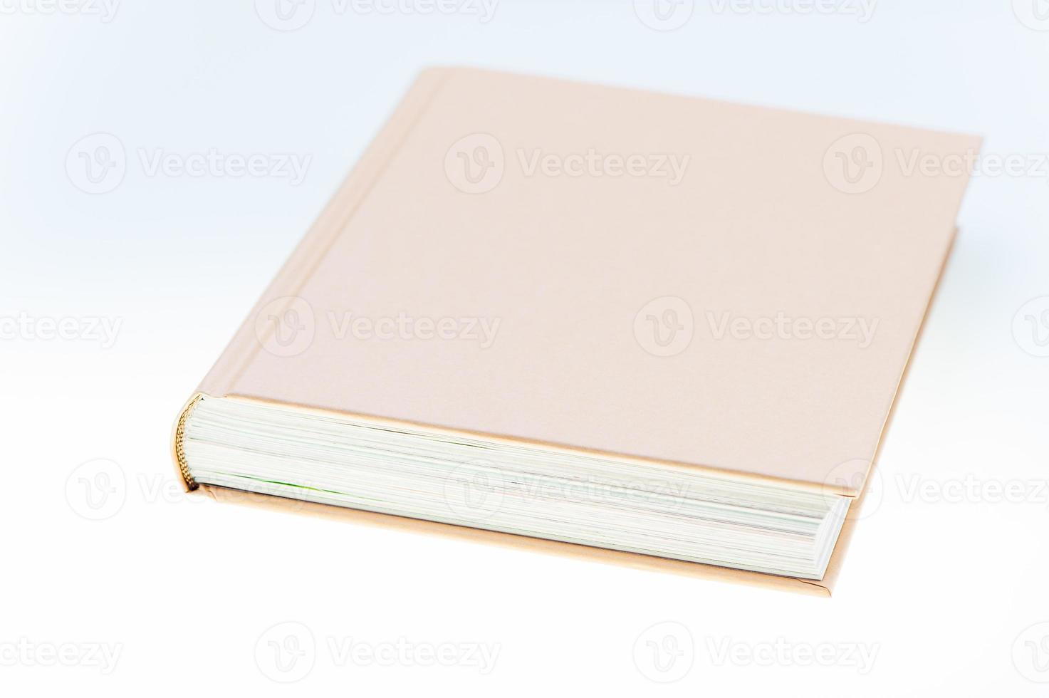 närbild av en brun bok foto