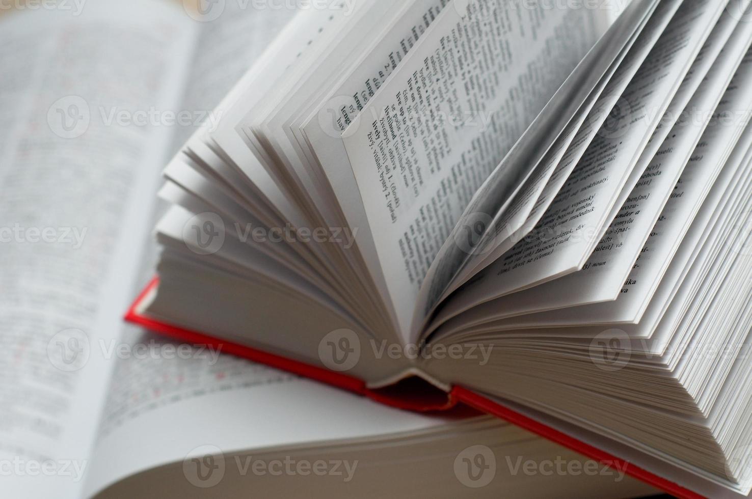 öppen ordbok foto