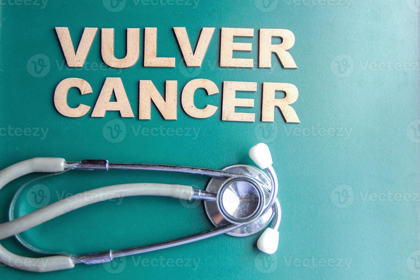 retro stil ord vulver cancer skriven med alfabet foto