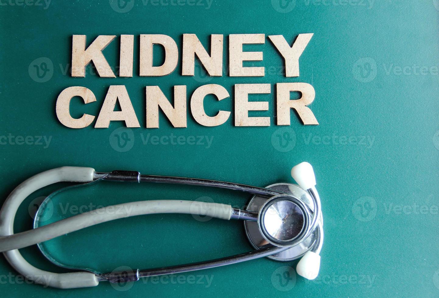 retro stil ordet njurcancer skriven med alfabet foto