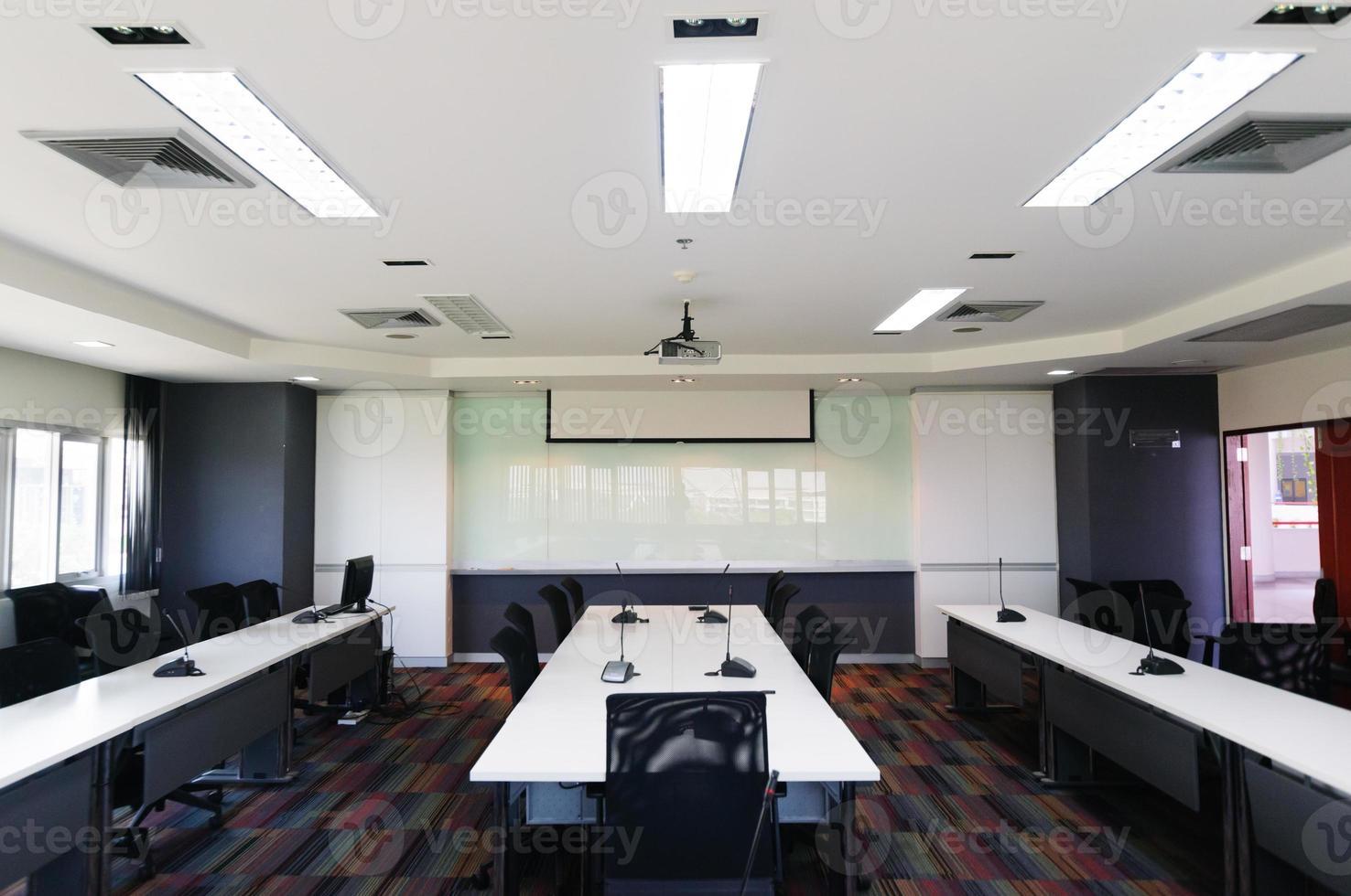 interiör i ett modernt kontor med modern inredning foto