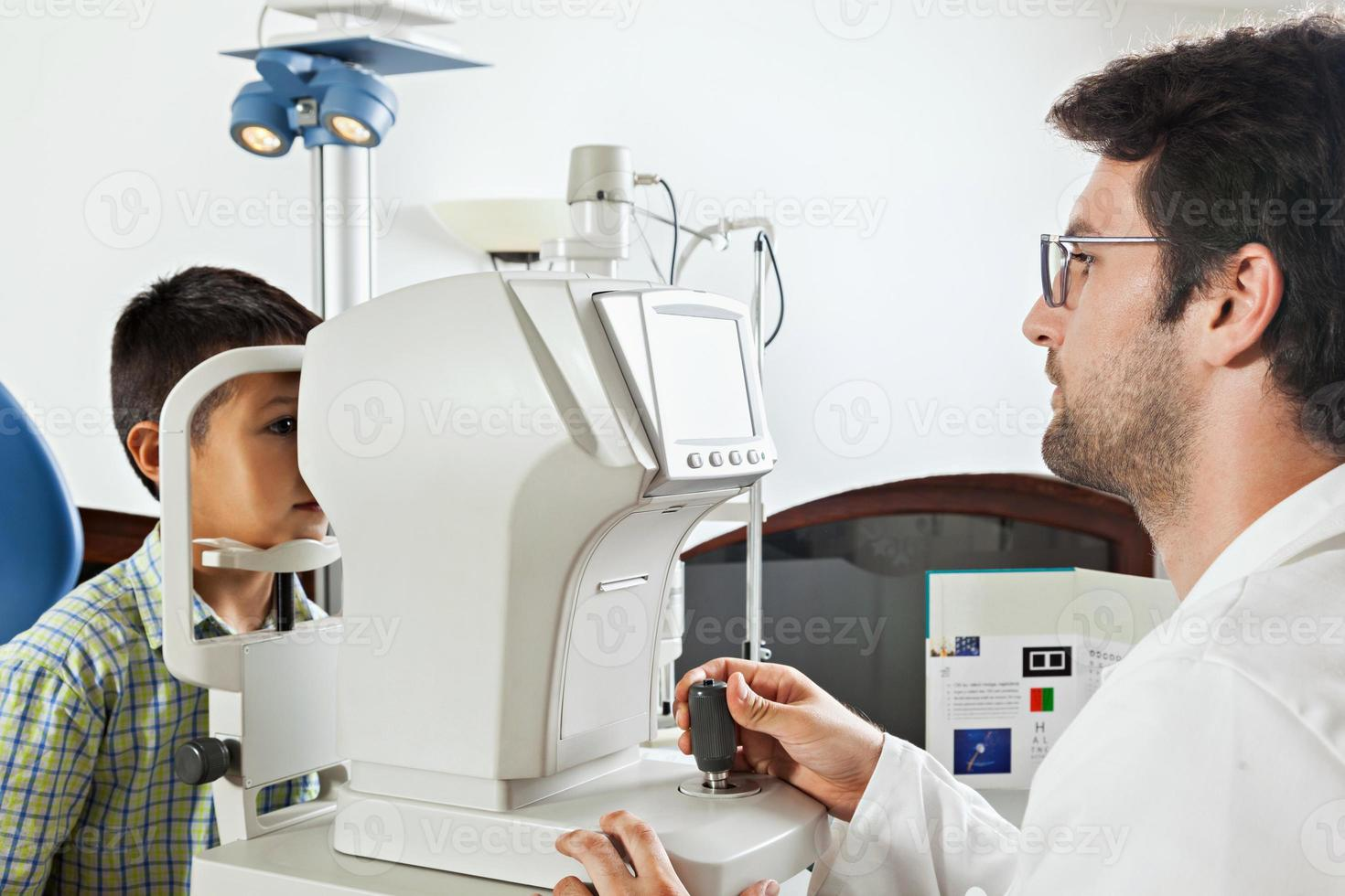 hos optikern foto