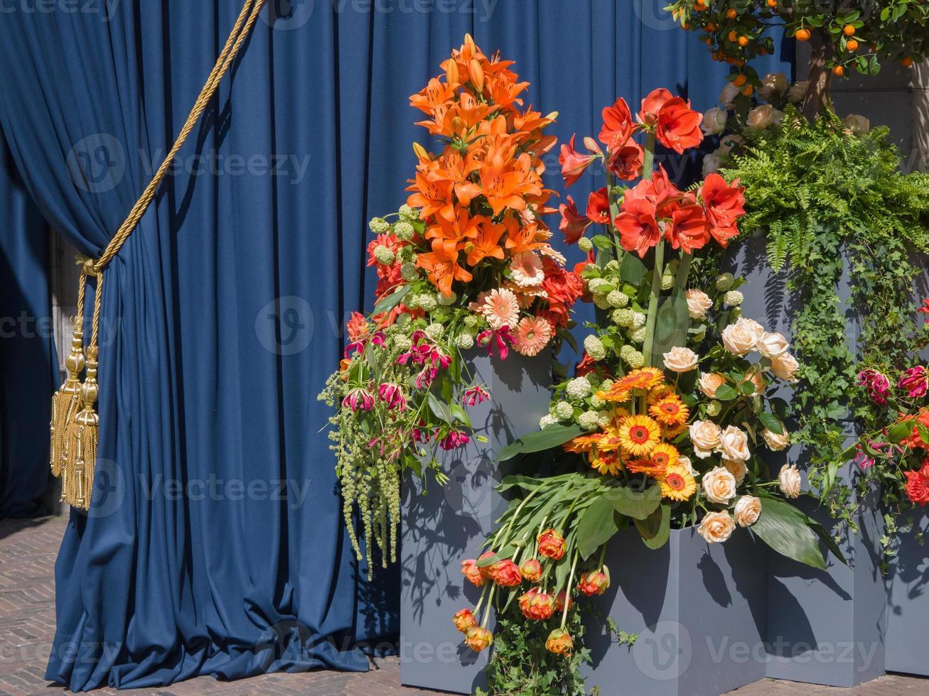 hav av blommor i amsterdam under invigningen foto