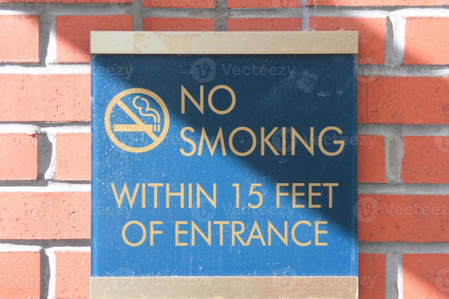 ingen rökning inom 15 meter från ingångsskylt foto