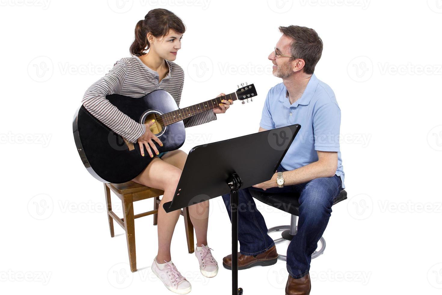 musik klasser med gitarr foto