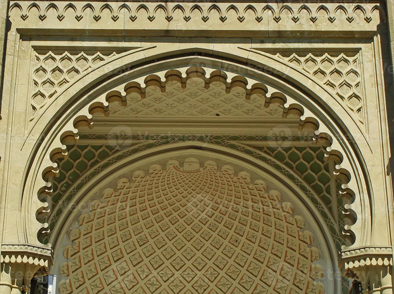 södra fasad av vorontsov palats, alupka, krim foto