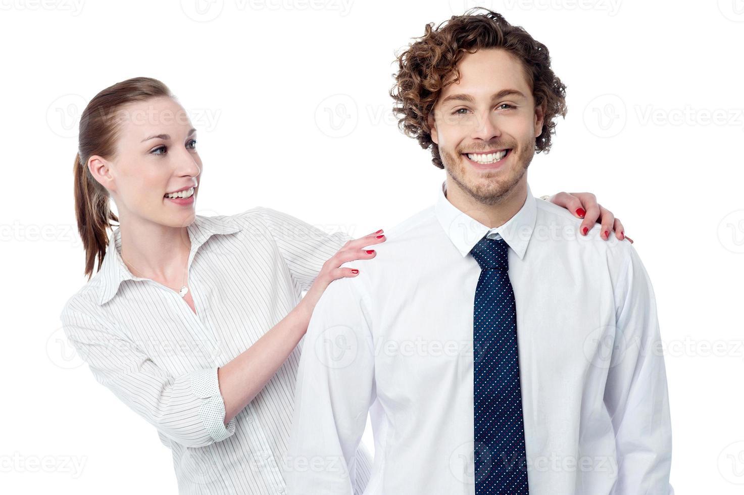 lekfulla affärskollegor som har kul foto