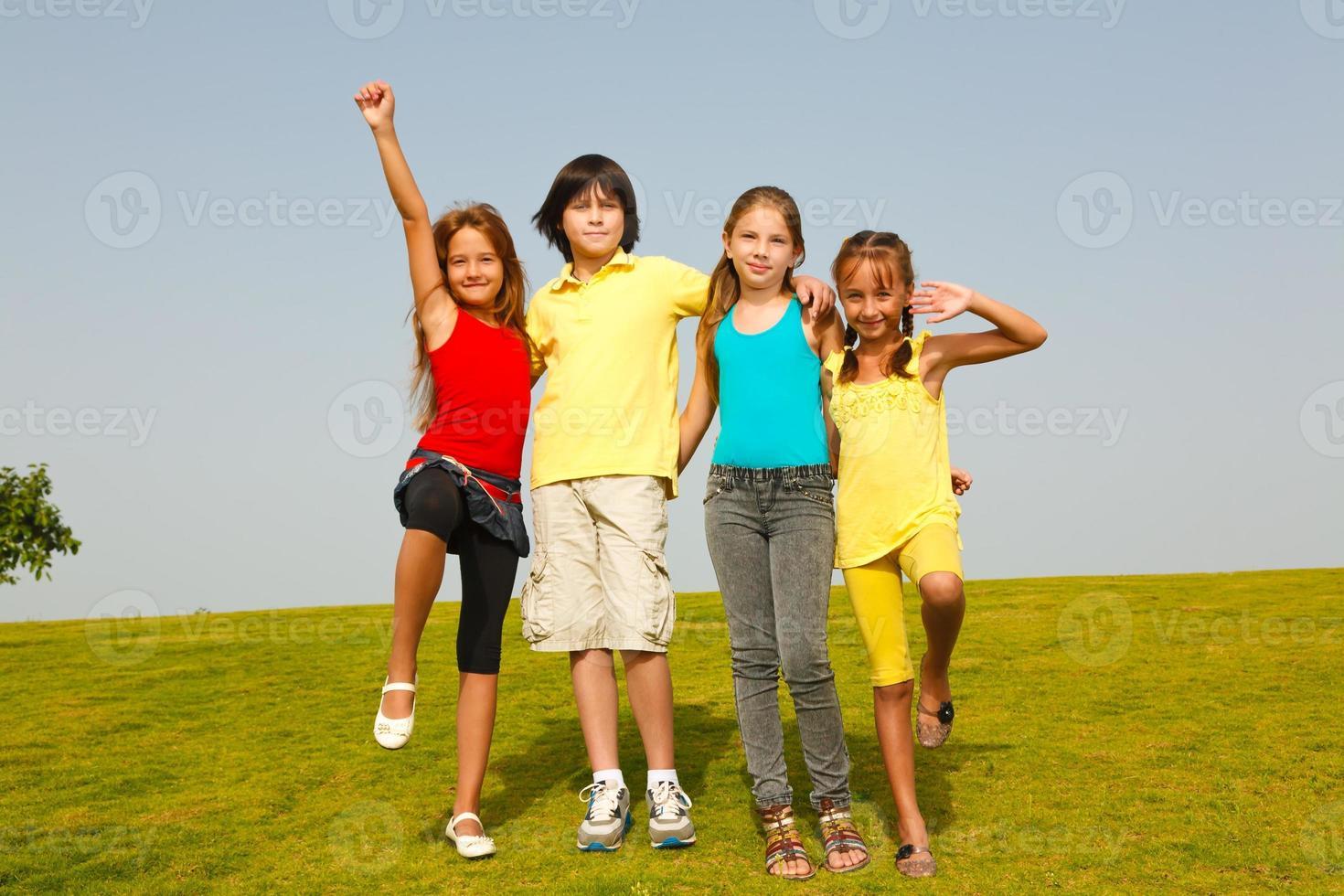 grupp tonåringvänner foto