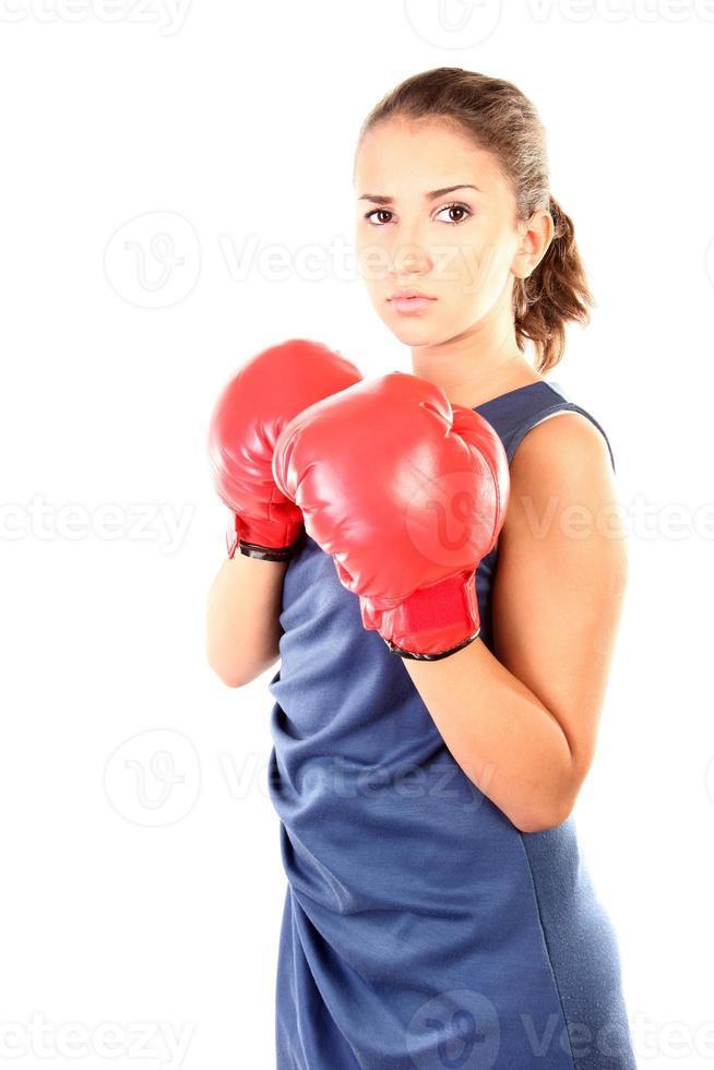 tonårsflicka med boxhandskar foto