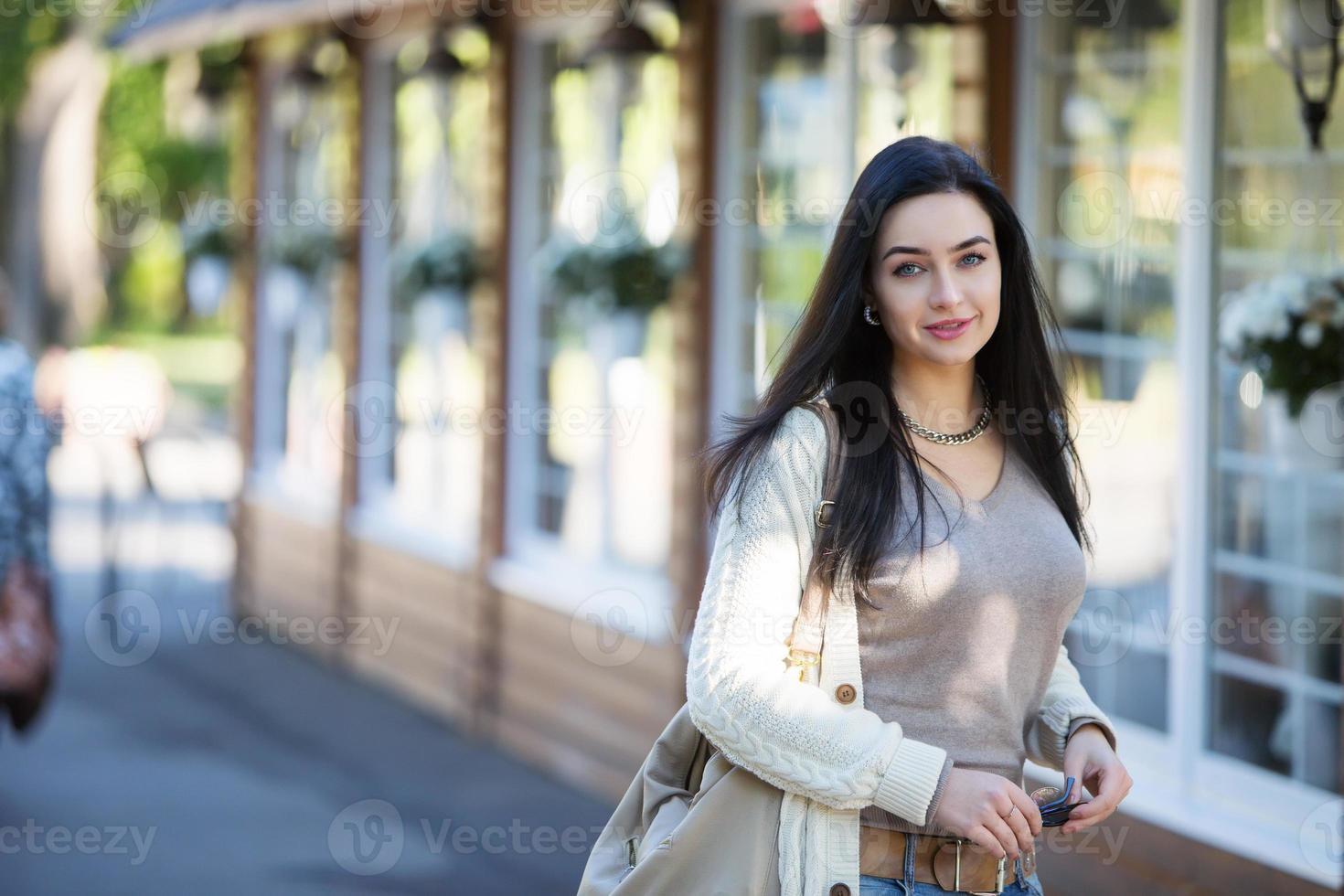 tonåring flicka i parken foto