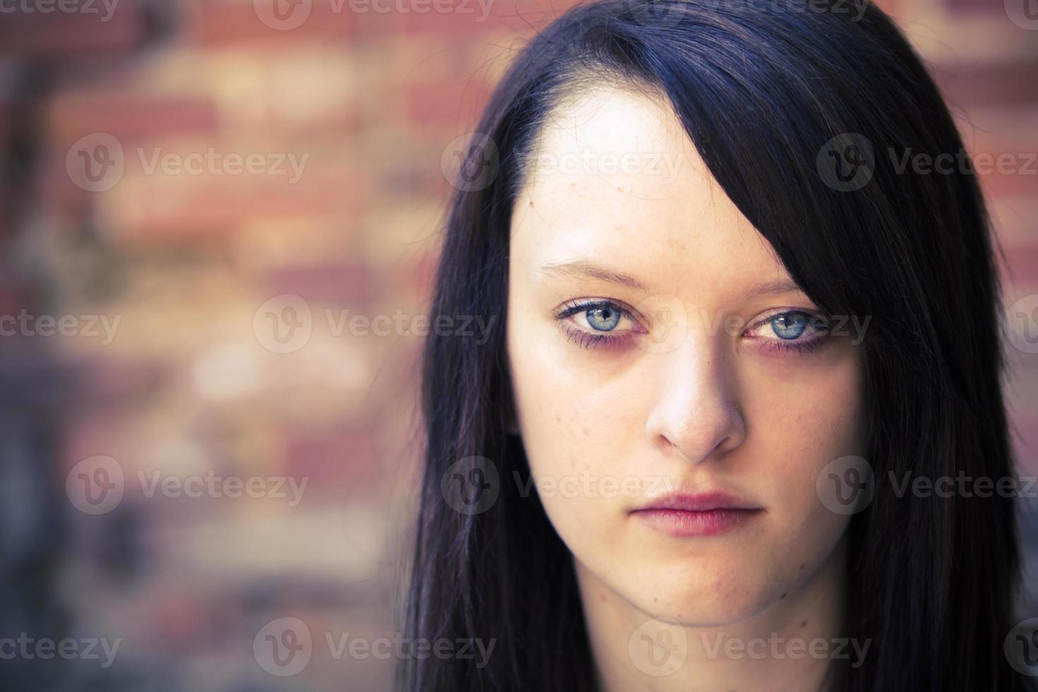porträtt av en rebell tonårig tjej foto