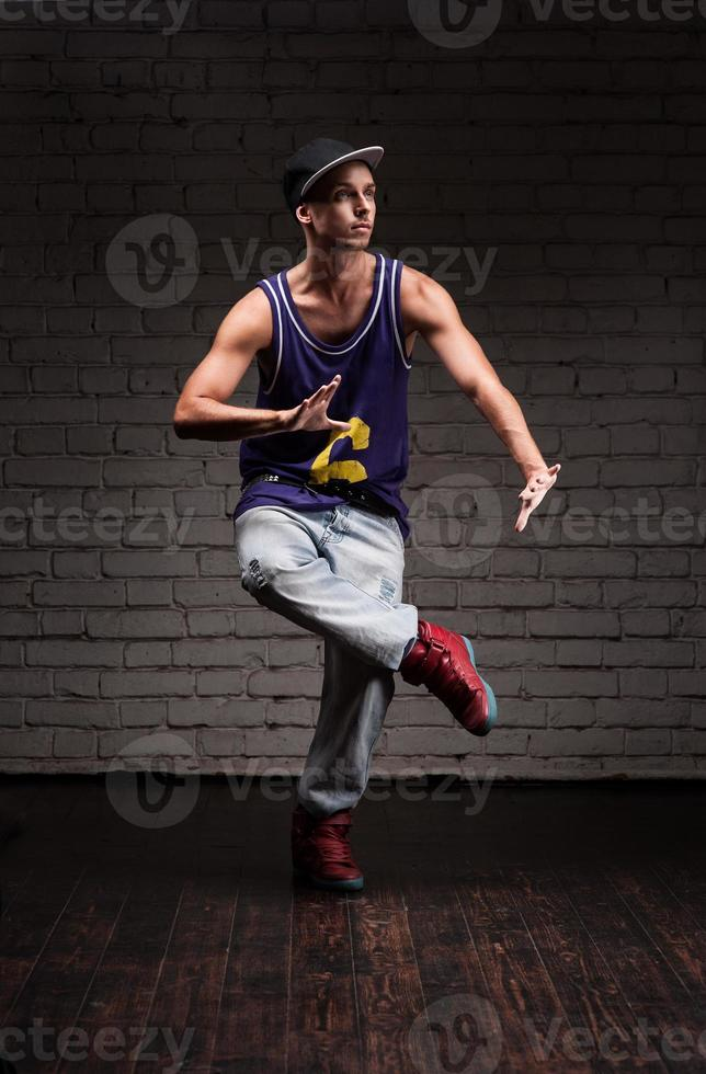 manlig hiphopdansare foto