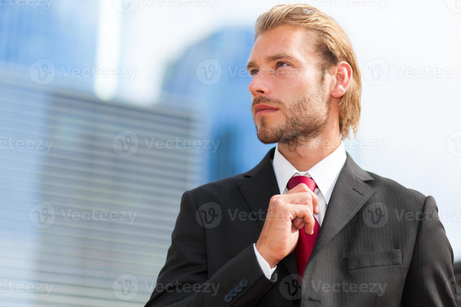 stilig blond manlig chef porträtt foto