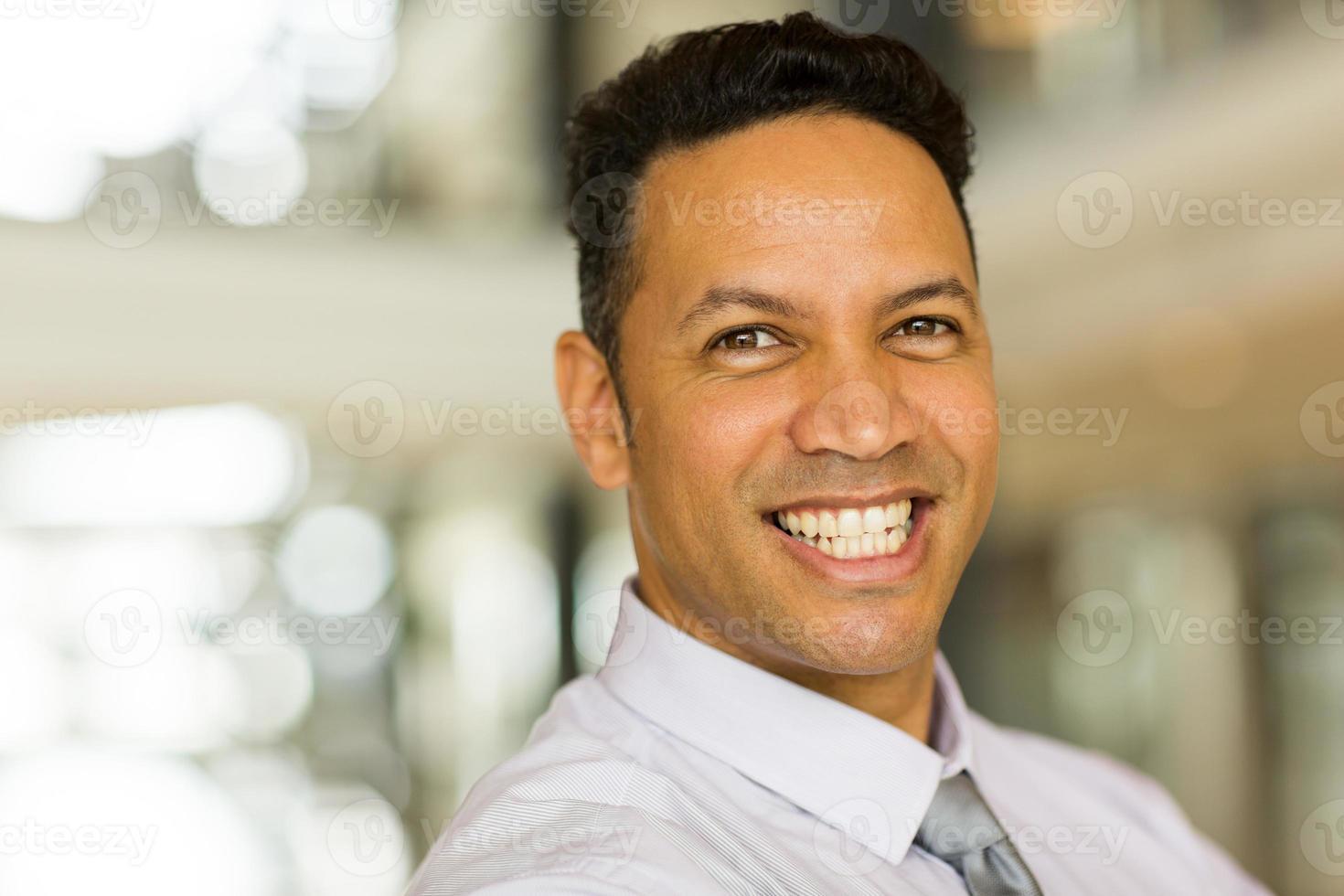 manlig företagsarbetare på nära håll foto