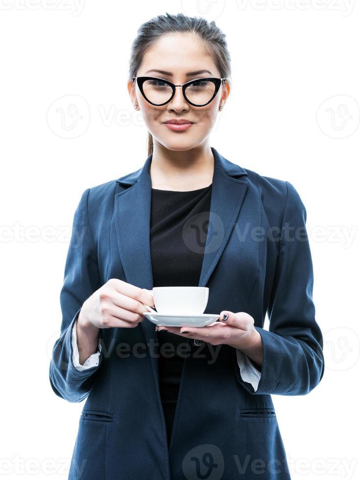 kontor tjej med en kopp kaffe foto