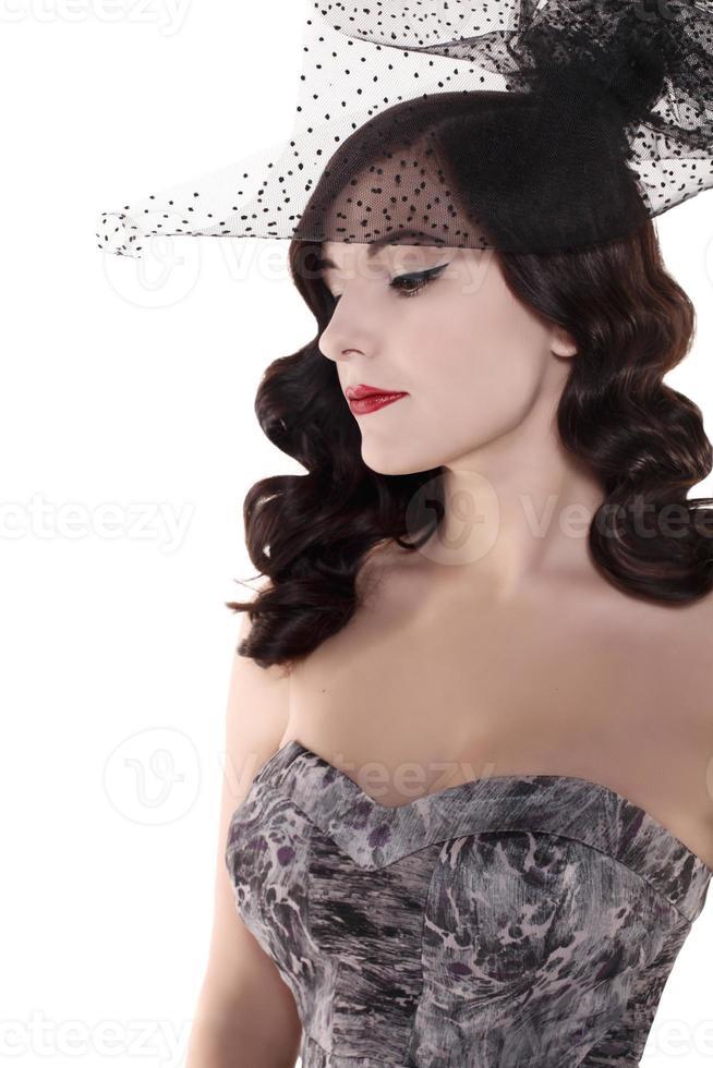 vintage pin up brunett kvinna med frisyr foto