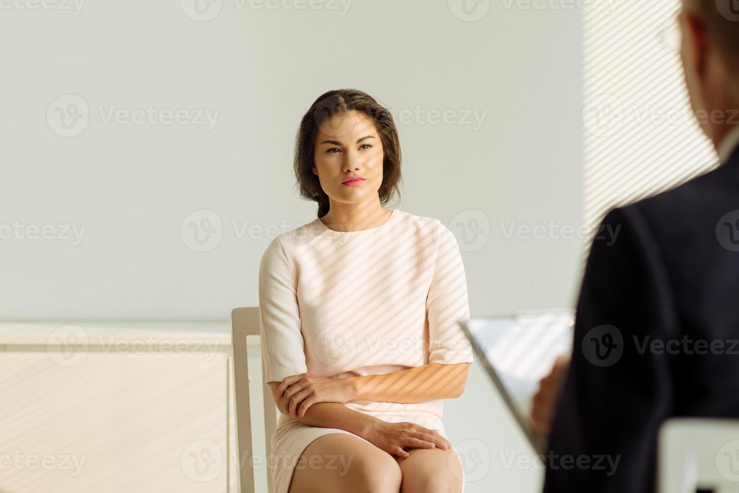 lyssnar på psykolog foto