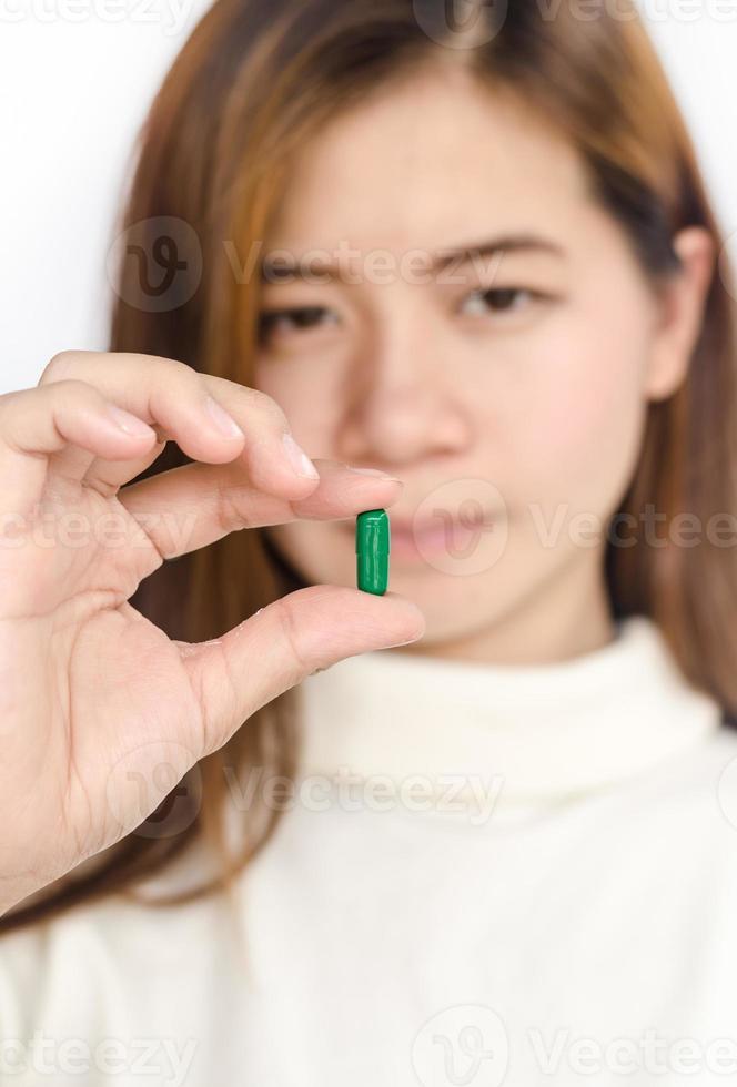 kvinna med medicin. foto