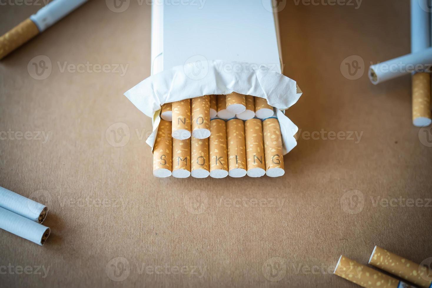 """sjukvård. cigaretter med inskriptionen """"ingen rökning"""" foto"""