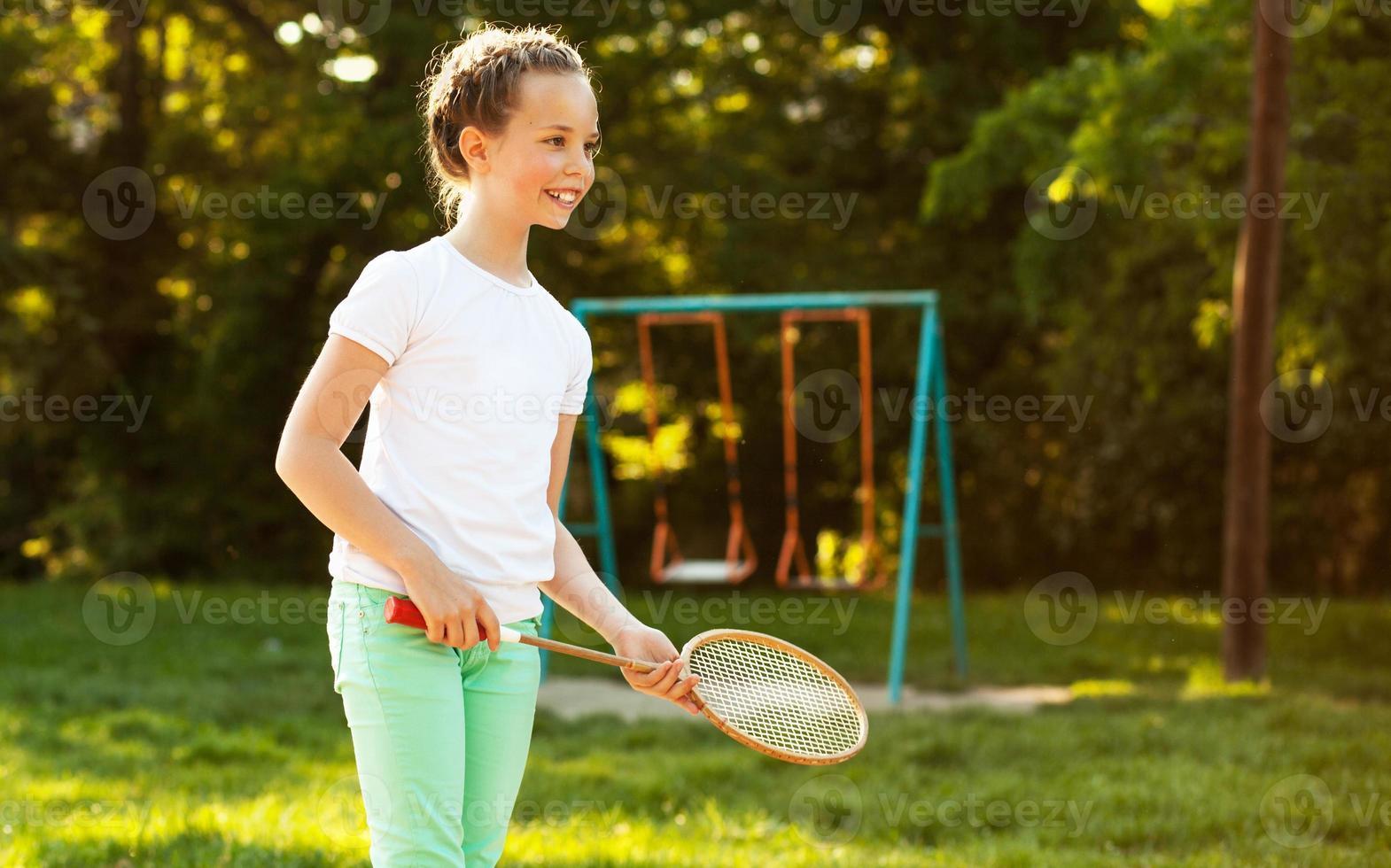 tonårsflicka i park foto