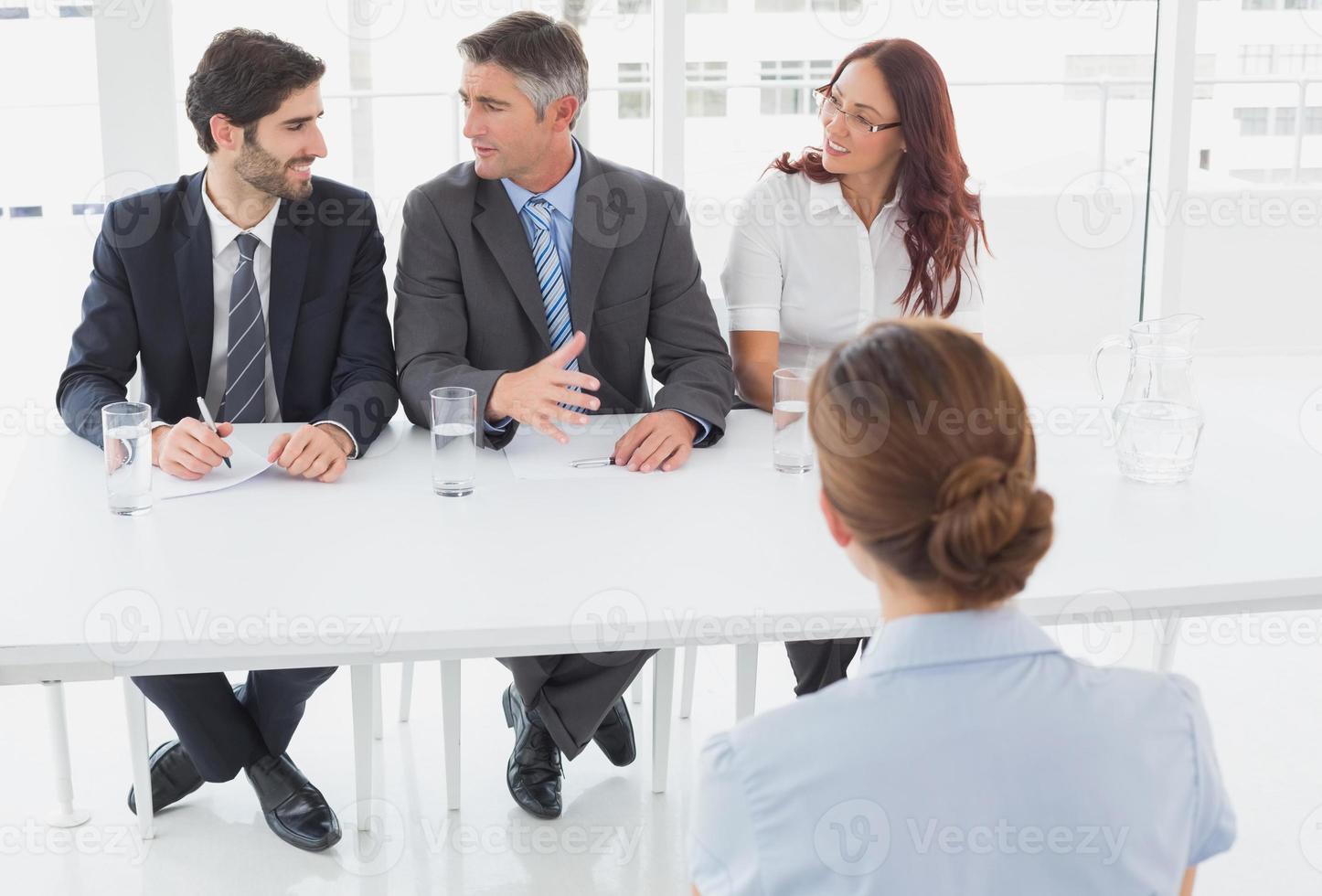 affärskvinna i en arbetsintervju foto