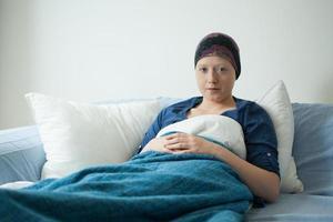 cancer flicka i kliniken foto