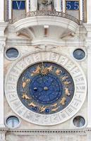 st markerar astronomisk klocka foto