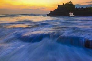 tanah lot, från Bali, Indonesien. foto