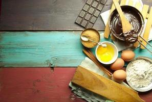 bakning av ingredienser i bakgrunden foto