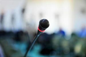 presskonferens mikrofon foto