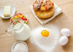 grundläggande ingredienser för sött bröd (panettone) foto