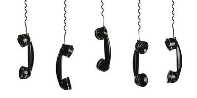 retro telefoner som hänger vid sina telefonsladdar foto