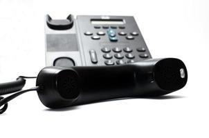 svart handenhet och en telefon foto