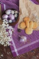 påsk uppsättning ägg och bageri foto