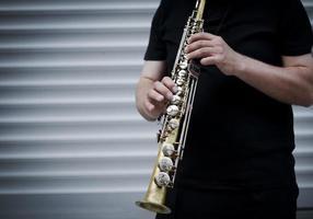 spelar klarinett foto