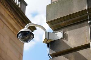 cctv säkerhetskamera i kontorsbyggnad foto