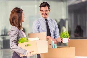 företag flyttar på kontoret foto