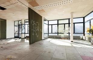 övergivna byggnaden foto